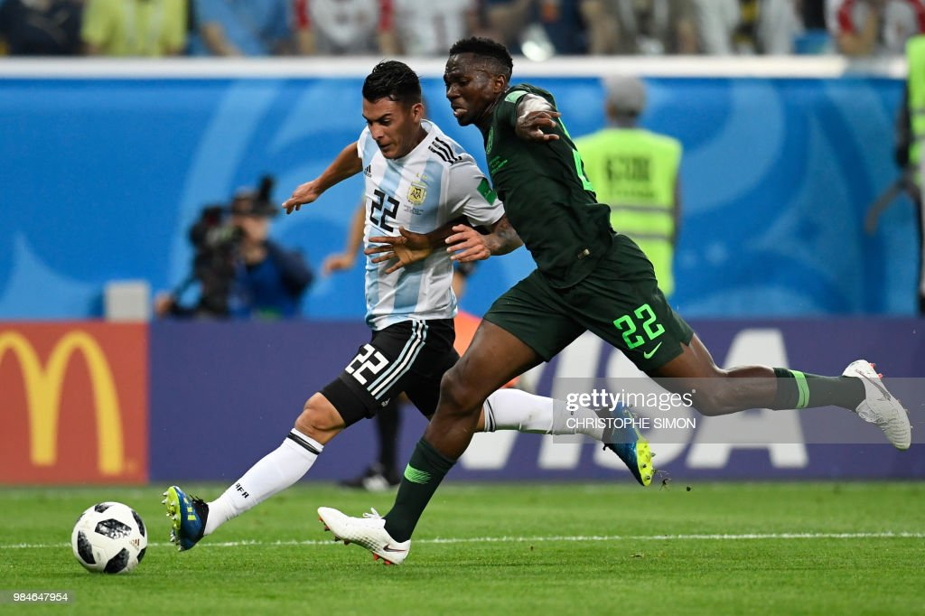 TOPSHOT - Argentina's midfielder Cristian Pavon (L) is marked by Nigeria's defender Kenneth Omeruo during the Russia 2018 World Cup Group D football match between Nigeria and Argentina at the Saint Petersburg Stadium in Saint Petersburg on June 26, 2018. (Photo by CHRISTOPHE SIMON / AFP) / RESTRICTED
