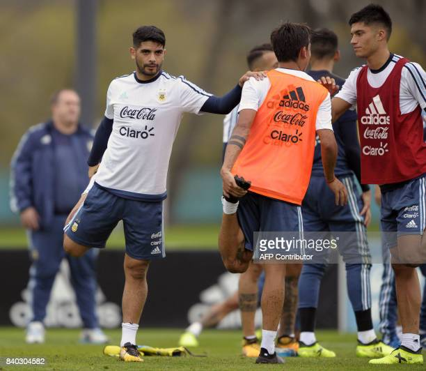 Argentina's midfielder Ever Banega stretchs during a training session in Ezeiza Buenos Aires on August 28 2017 ahead of a 2018 FIFA World Cup Russia...