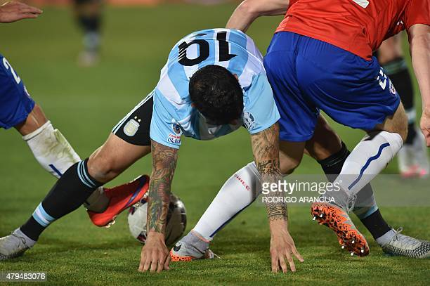 Argentina's midfielder Ever Banega vies for the ball with Chile's forward Angelo Henriquez during their 2015 Copa America final football match in...