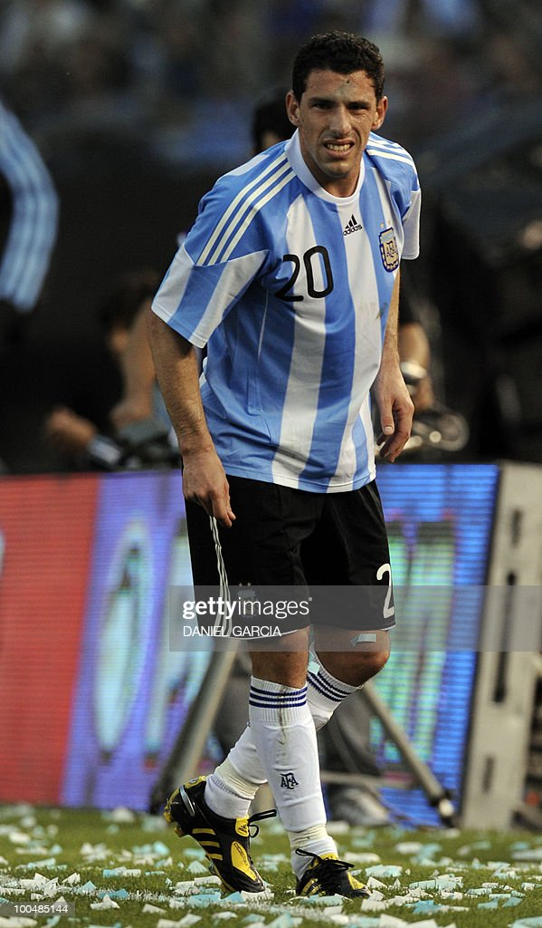 Argentina's midfielder Maximiliano Rodriguez gestures after been knock by a Canadian player during a friendly football match at the Monumental stadium in Buenos Aires, on May 24, 2010. Argentina is flying to South Africa for the World Cup finals on Friday, and will play their first match against Nigeria on June 12 in Johannesburg. AFP PHOTO/Daniel GARCIA