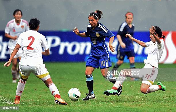Argentina's player Fabiana Vallejos vies for the ball with China's players Zao Rong and Liu Shanshan during their Brasilia International Tournament...