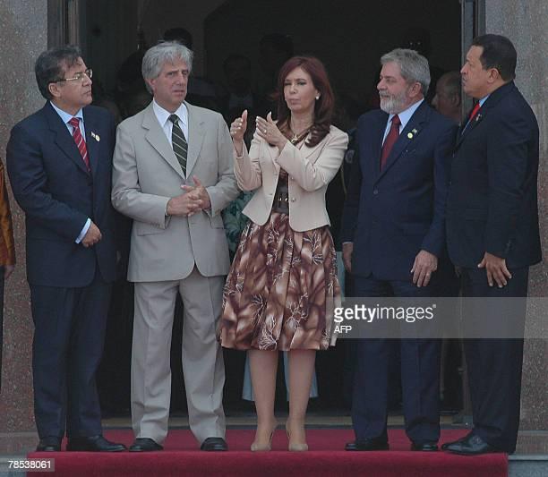 Argentina's president Cristina Fernandez de Kirchner speaks with Uruguay's Tabare Vazquez Paraguay's Nicanor Duarte Brazil's Luiz Inacio Lula Da...