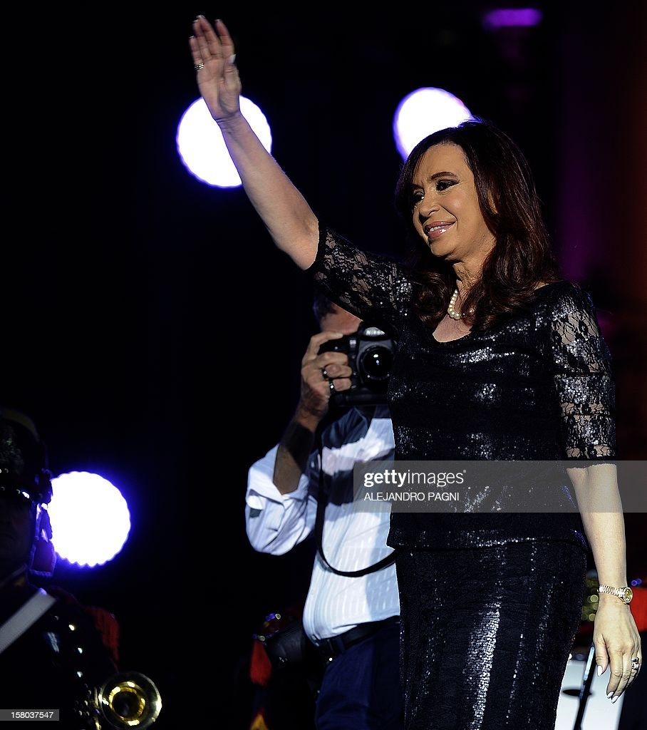 Argentina's President Cristina Fernandez de Kirchner waves to followers at Plaza de Mayo, on December 9, 2012, during a rally called by the government to celebrate the 29th anniversary of the return to democracy in Argentina, on the eve of the Day of Democracy and Human Rights. AFP PHOTO / Alejandro PAGNI