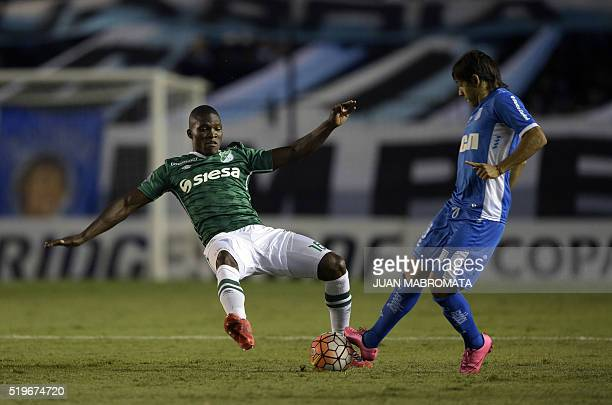 Argentina's Racing Club midfielder Oscar Romero vies for the ball with Colombia's Deportivo Cali defender German Mera during their Copa Libertadores...