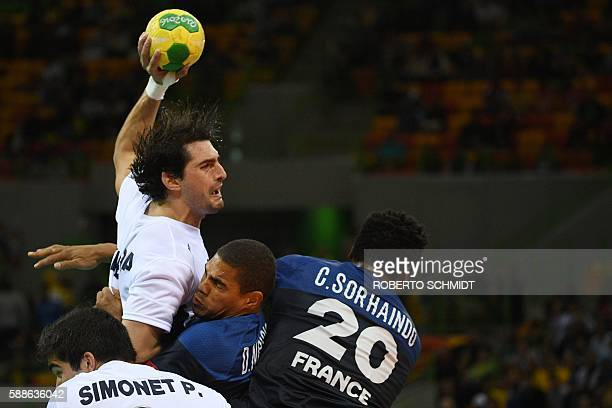 TOPSHOT Argentina's right back Federico Vieyra vies with France's centre back Daniel Narcisse and France's pivot Cedric Sorhaindo during the men's...