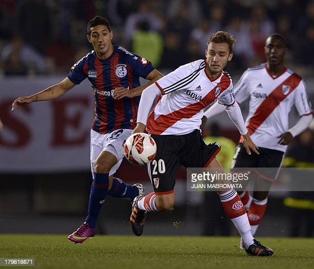 Argentina's River Plate defender German Pezzella vies for the ball with Argentina's San Lorenzo midfielder Gonzalo Veron during their Copa...