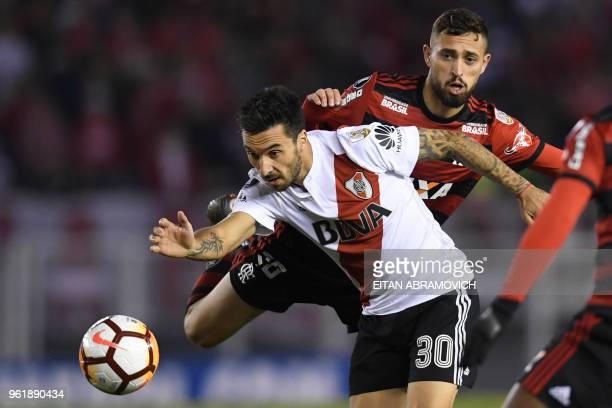 Argentina's River Plate forward Ignacio Scocco vies for the ball with Brazil's Flamengo defender Leo Duarte during their Copa Libertadores group D...