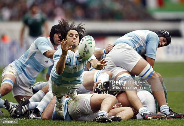 Argentina's scrum-half and captain Agustin Pichot passes the ball during the Rugby union World Cup pool D match Ireland vs Argentina, 30 September...