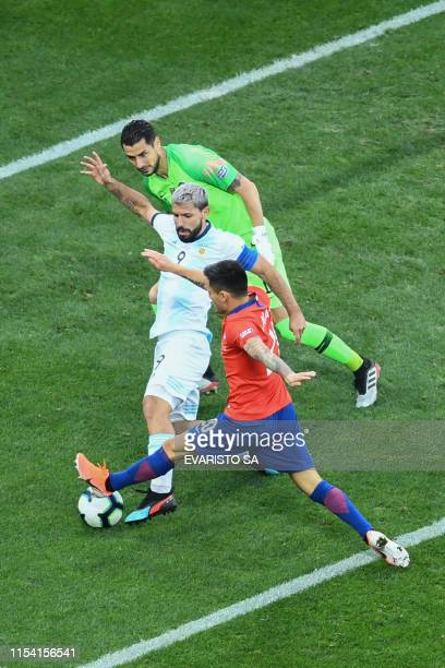 Argentina's Sergio Aguero is marked by Chile's goalkeeper Gabriel Arias and Chile's Charles Aranguiz during their Copa America football tournament...