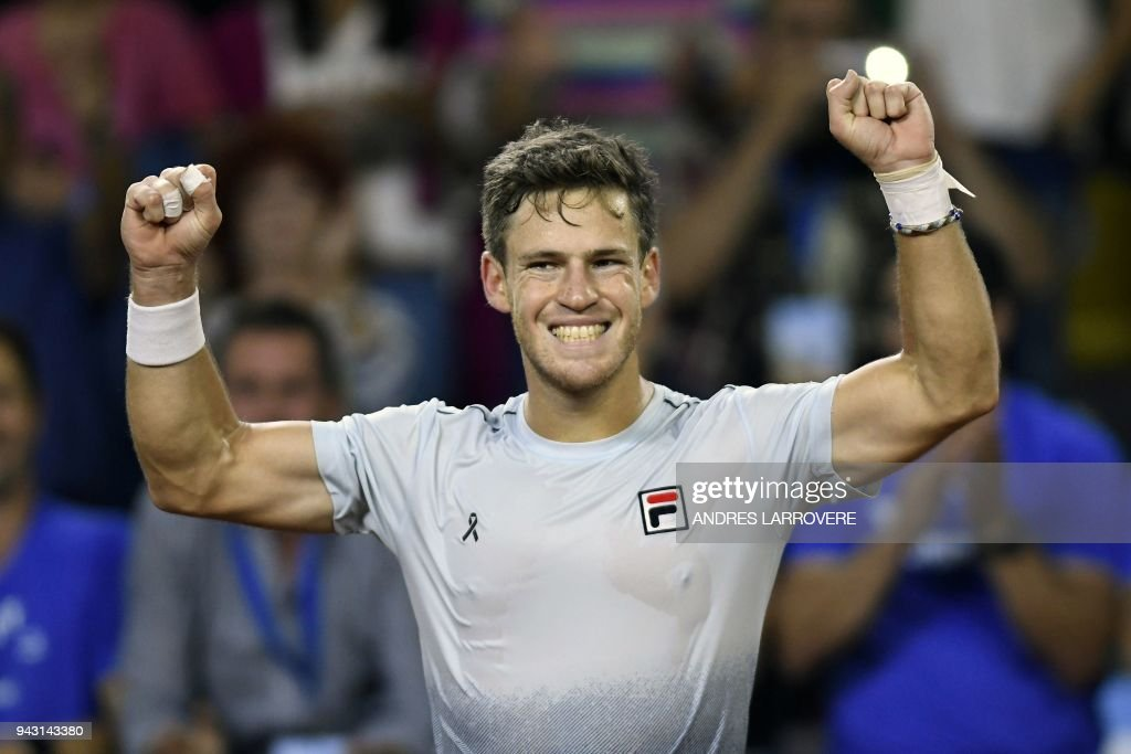 Argentina's tennis player Diego Schwartzman celebrates after defeating Chile's Nicolas Jarry during their 2018 Davis Cup Americas Group second round single tennis match at Aldo Cantoni stadium in San Juan, Argentina on April 7, 2018. / AFP PHOTO / Andres Larrovere