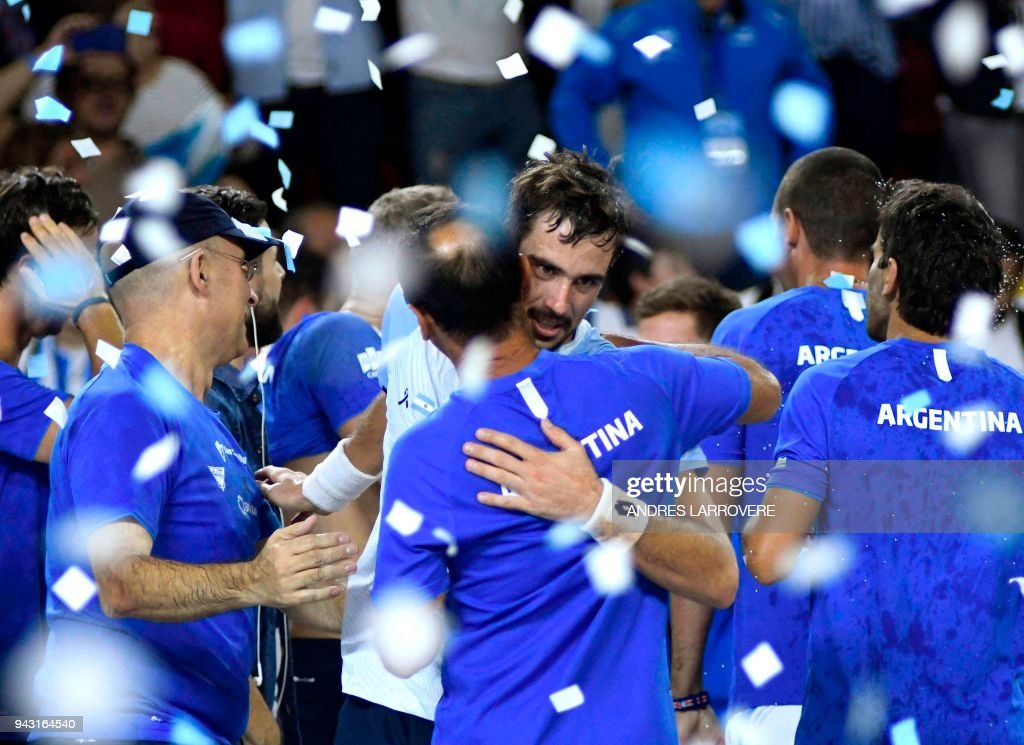 TOPSHOT - Argentina's tennis player Guido Pella (R) celebraters with teammates after defeating Chile's Christian Garin during their 2018 Davis Cup Americas Group second round single tennis match at Aldo Cantoni stadium in San Juan, Argentina on April 7, 2018. / AFP PHOTO / Andres Larrovere