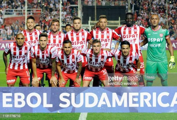 Argentina's Union de Santa Fe football team poses for a picture during their Copa Sudamericana football match against Ecuador's Independiente del...