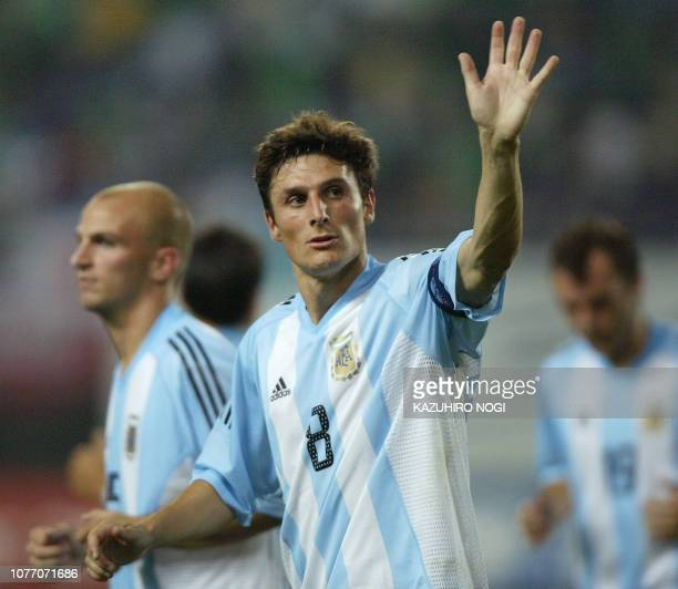 Argentine captain and defender Javier Zanetti waves to Japanese football fans after a match of the Kirin Cup football against Japan at the Nagai...