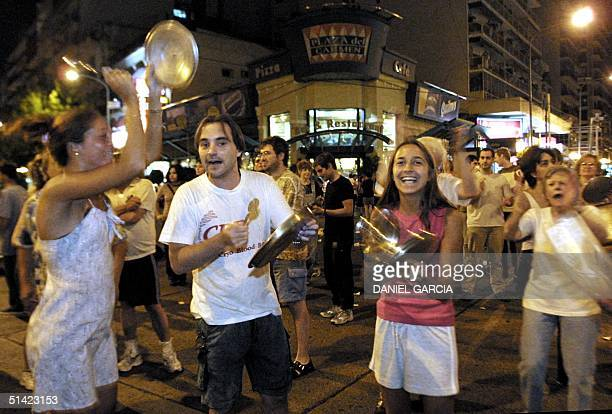 Argentine citizens bang pans in the streets of Buenos Aires 20 December 2001 to protest the speech made by Argentine President Fernando de la Rua...