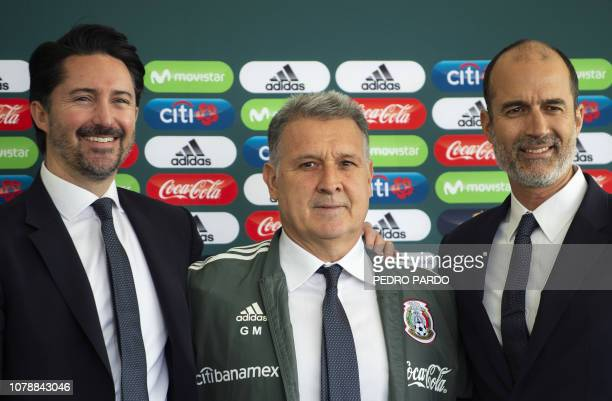 Argentine coach Gerardo 'Tata' Martino poses for pictures with the president of the Mexican Football Federation Yon de Luisa and FMF's sport director...