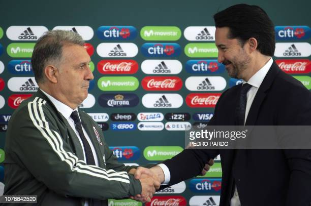 Argentine coach Gerardo 'Tata' Martino shakes hands with the president of the Mexican Football Federation Yon de Luisa during his presentation as new...