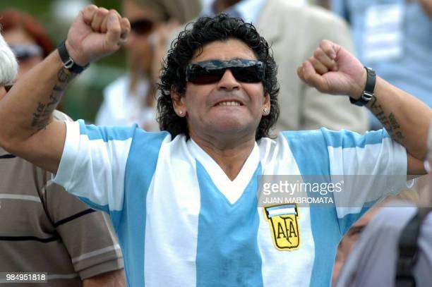 Argentine former soccer star Diego Maradona cheers fellow countryman David Nalbandian before the single Davis Cup match against Swedish Robin...
