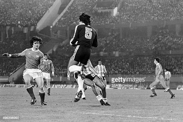 Argentine goalkeeper Ubaldo Fillol stops the goal face to French footballer Didier Six on June 6 1978 in Buenos Aires during the football World Cup...