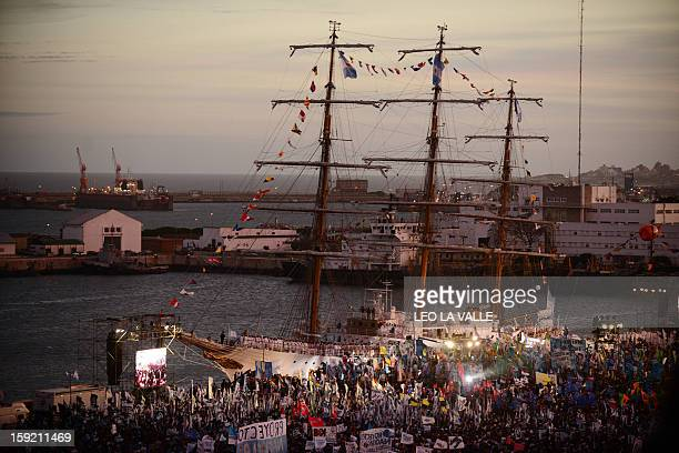 Argentine government supporters attend the arrival of Argentina's frigate Libertad in Mar del Plata 400km south of Buenos Aires Argentina on January...