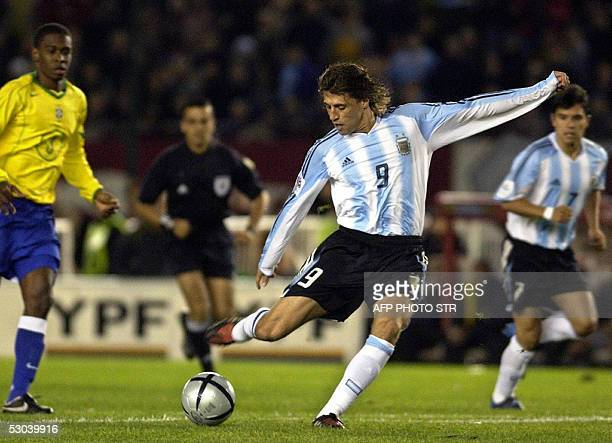 Argentine Hernan Crespo gets ready to score the first goal against Brazil 08 June 2005 during their Germany 2006 FIFA World Cup South American...