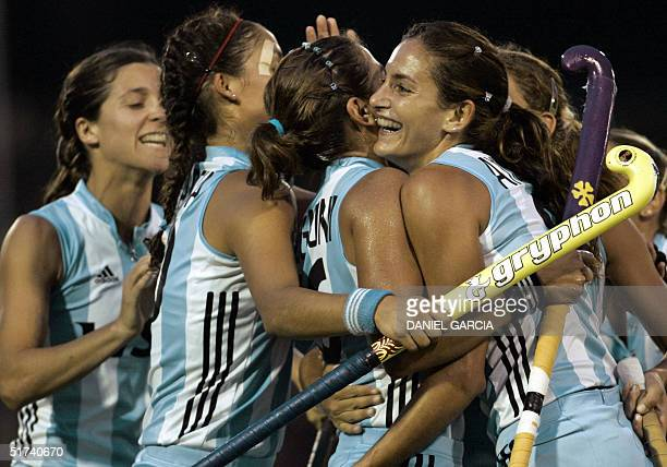 Argentine Mariana Gonzalez Oliva Soledad Garcia Cecilia Rognoni and Luciana Aymar celebrate after scoring the second goal against Australia during...