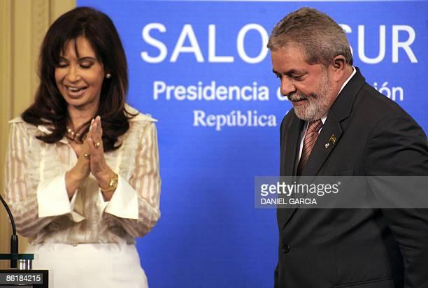 Argentine President Cristina Fernandez de Kirchner applauds as Brazilian President Luiz Inacio Lula Da Silva looks on at the end of a press...