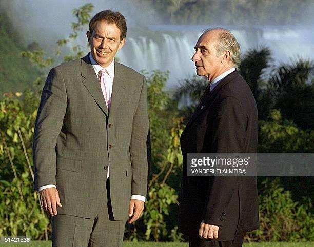 Argentine President Fernando de la Rua and British Prime Minister Tony Blair smile at the media in the gardens of a hotel in Puerto de Iguazu,...