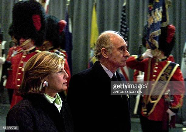 Argentine president Fernando de La Rua and his wife Ines review an honor guard 19 April during the arrival ceremony at the Quebec City airport Canada...