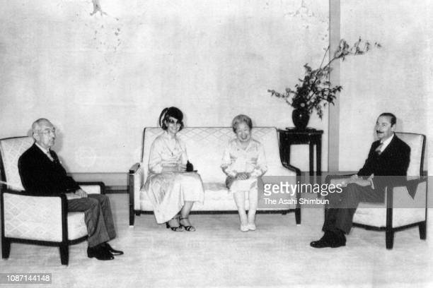 Argentine President Jorge Rafael Videla and his wife Alicia Hartridge talk with Emperor Hirohito and Empress Nagako during their meeting at the...