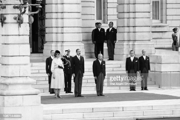 Argentine President Jorge Rafael Videla and his wife Alicia Hartridge attend the welcome ceremony with Emperor Hirohito at the Akasaka State Guest...