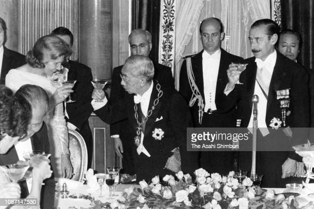 Argentine President Jorge Rafael Videla and his wife Alicia Hartridge toast glasses with Emperor Hirohito at the return reception at the Akasaka...