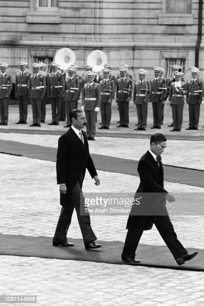 Argentine President Jorge Rafael Videla reviews the honour guard during the welcome ceremony at the Akasaka State Guest House on October 8, 1979 in...