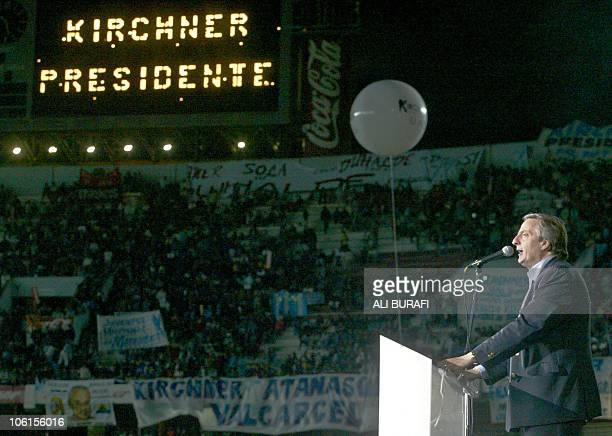 Argentine presidential candidate for the Victory Front Néstor Kirchner greets supporters 02 April 2003 as he enters Monumental stadium in Buenos...