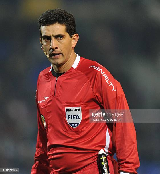 Argentine Sergio Pezzotta referees the 2011 Copa America Group C first round football match between Peru and Mexico held at the Malvinas Argentinas...