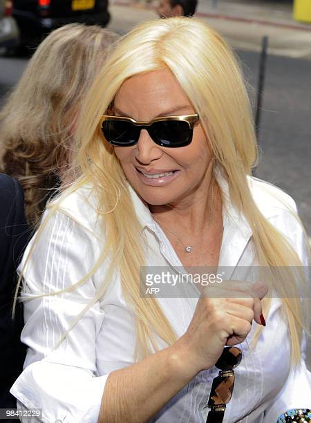 Argentine TV diva Susana Gimenez arrives to a court in Montevideo sorrounded by the press on April 12 after she sued Uruguayan weekly magazine Caras...