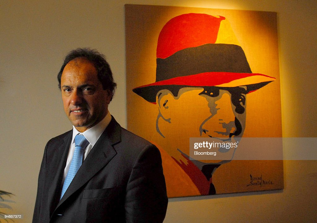Argentine Vice-President Daniel Scioli poses in front of a p : News Photo
