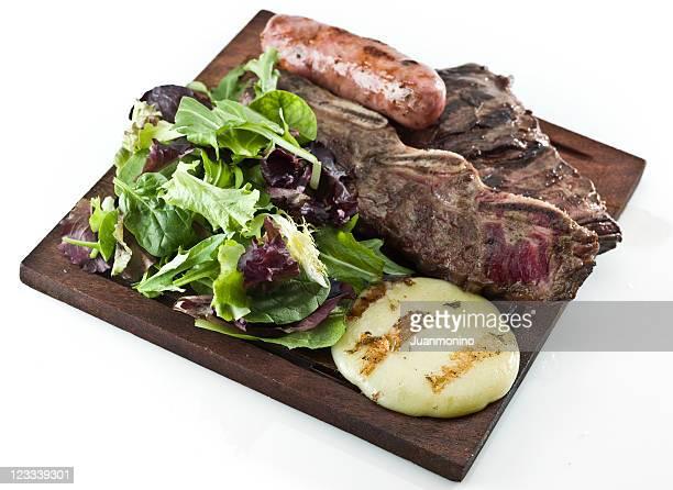 argentinean parrillada (barbecue combo) - gerookte worst stockfoto's en -beelden