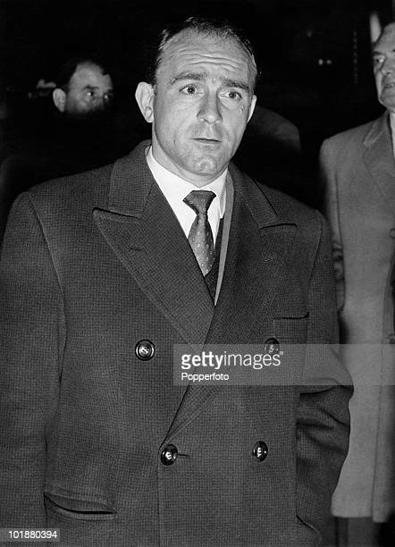 ArgentineSpanish footballer Alfredo di Stefano of Real Madrid arrives at London Airport with the rest of the Spanish team 24th October 1960 The team...