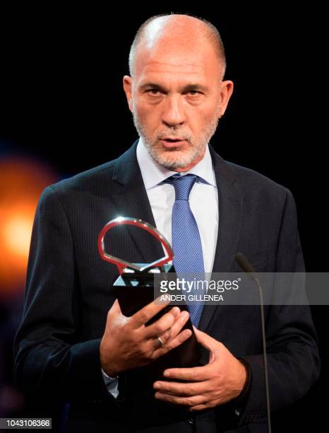 Argentinian actor Dario Grandinetti holds his 'Concha de Plata' best actor award for his role in the film 'Rojo' during the 66th San Sebastian Film...