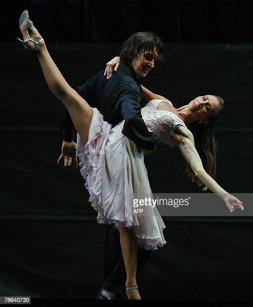 Argentinian dancer Julio Bocca and Eleonora Cassano dance dance during his farewell performance at an openair stage held on the 9 de Julio avenue in...
