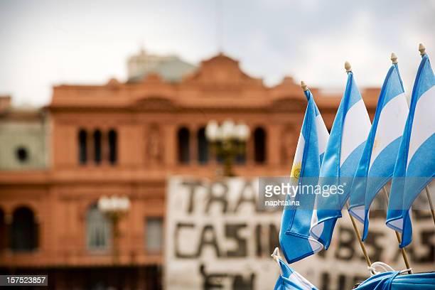 argentino flags e casa rosada - buenos aires - fotografias e filmes do acervo