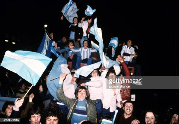 Argentinian football fans are celebrating the 0:0 against Brazil, as if they won.