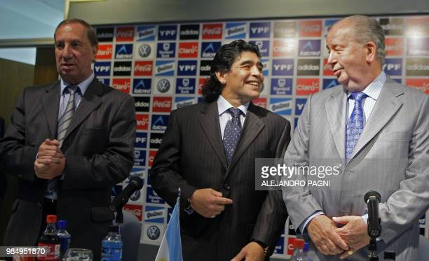 Argentinian football legend Diego Maradona and 1986 World Cup winning coach Carlos Bilardo stand next to the president of the Argentinian Football...