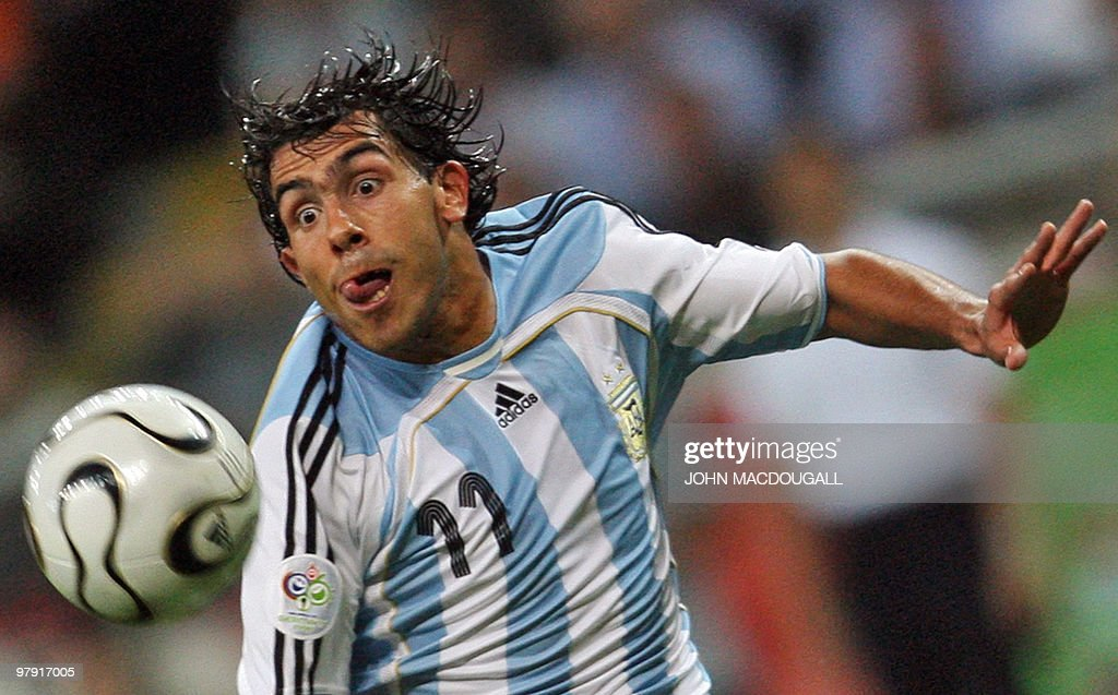 Argentinian forward Carlos Tevez eyes th : Foto jornalística