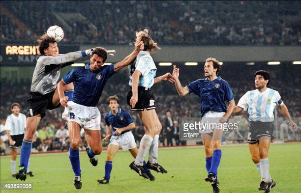 Argentinian forward Claudio Caniggia scores on a header as Italian goalkeeper Walter Zenga comes up short 03 July 1990 in Naples during the World Cup...