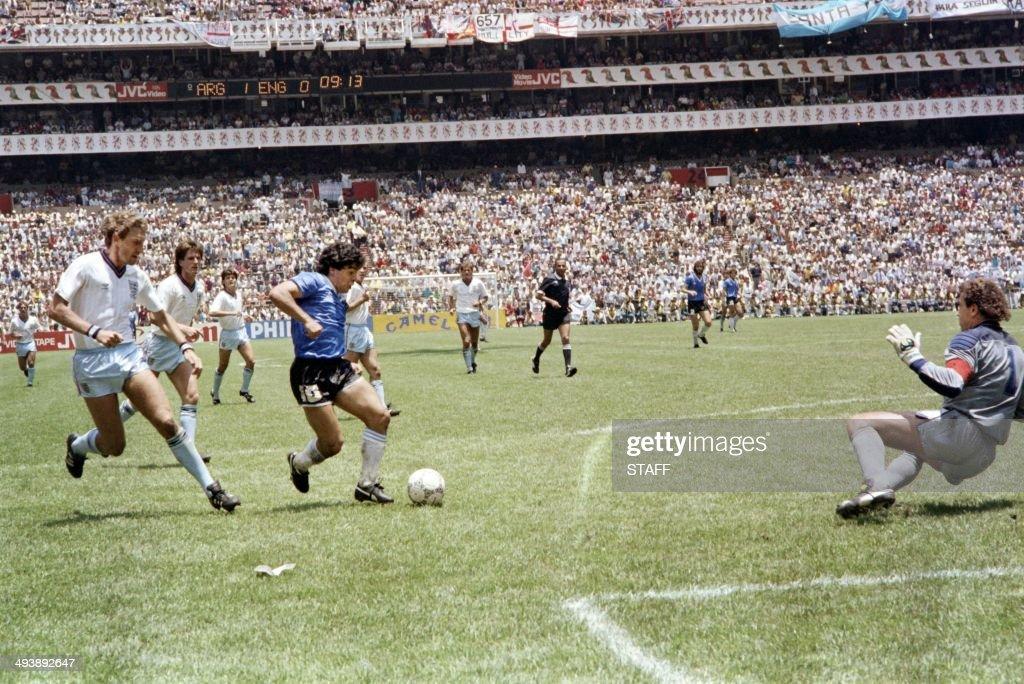 WORLD CUP-1986-ARG-ENG : News Photo
