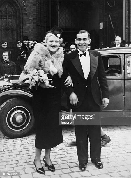 Argentinian longdistance runner and Olympic gold medalist in the marathon in 1932 Juan Carlos Zabalawar at his wedding to the Dane Elsa Buck in...