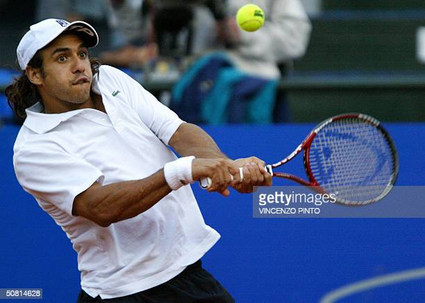 Argentinian Mariano Zabaleta returns a backhand to Spanish sixth seed Carlos Moya the French Open champion in 1998 in the semifinal clash of the 24...