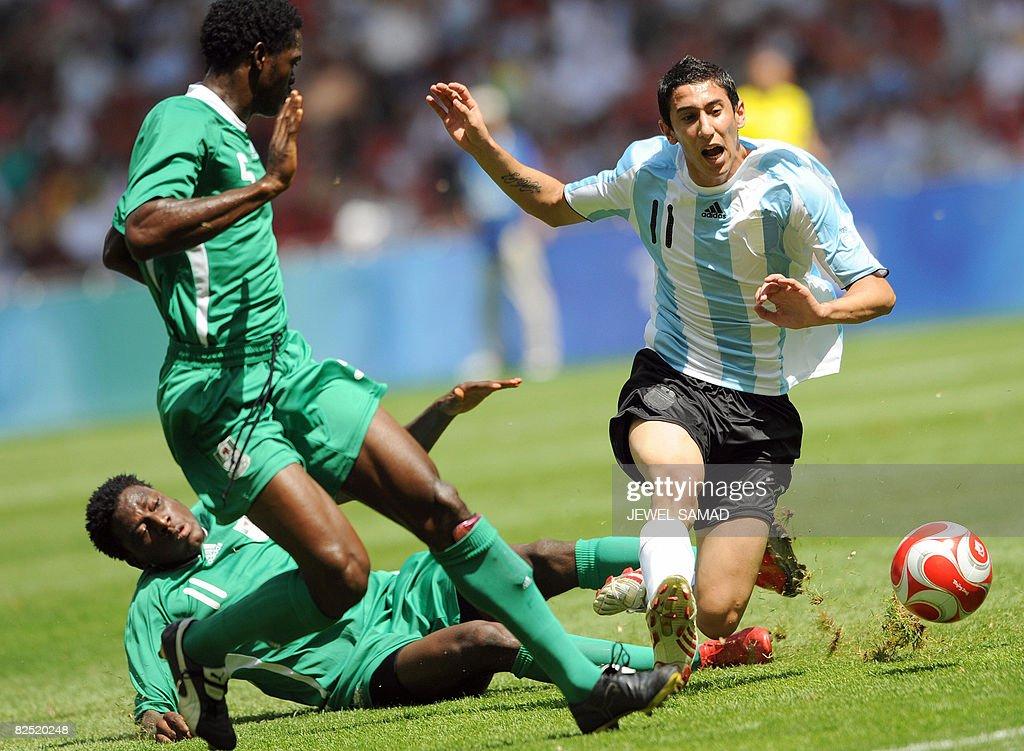 Argentinian midfielder Angel Di Maria (R : News Photo
