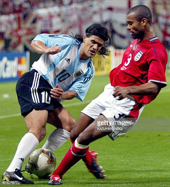 Argentinian midfielder Ariel Ortega and English defender Ashley Cole fight for the ball during the Group F first round match Argentina/England of the...